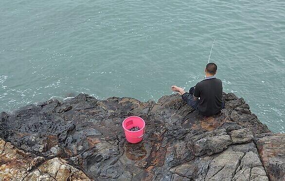 捡海螺,钓海鱼,石浦最有特色的酒店--海边悬崖酒店